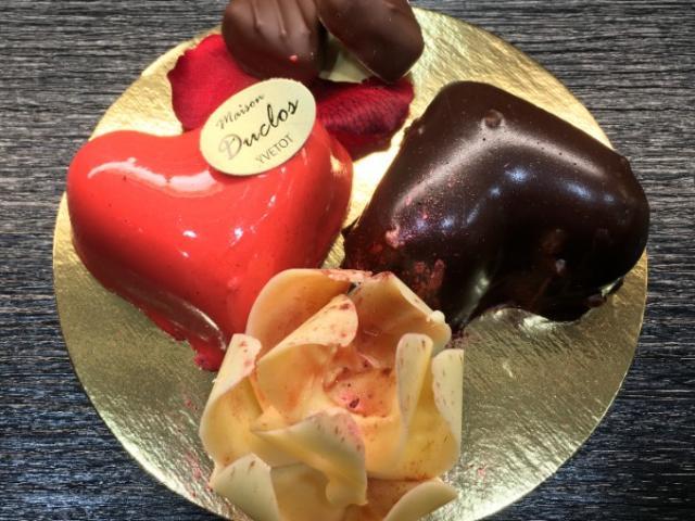 Coeuur en chocolat et cadeau à offrir pour la Saint Valentin de la Maison Duclos